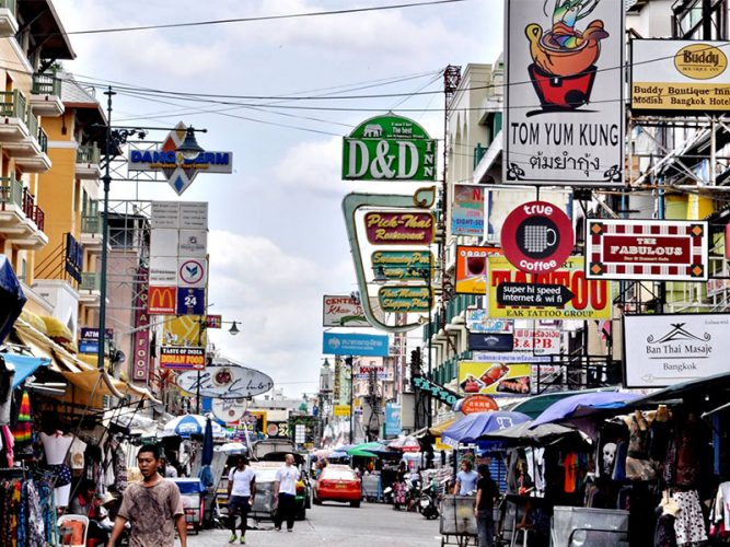 แหล่งท่องราตรีของชาวกรุงและนักท่องเที่ยว ถนนข้าวสาร (  Khao San Road )